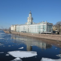 800px-Russia-St_Petersburg-Neva-Ice_Flow